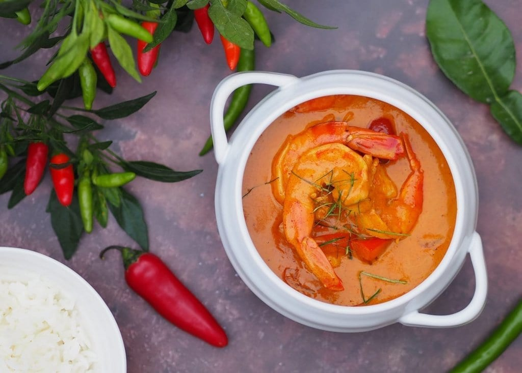 creamy king prawn thai panang curry recipe with cherry tomatoes and red peppers