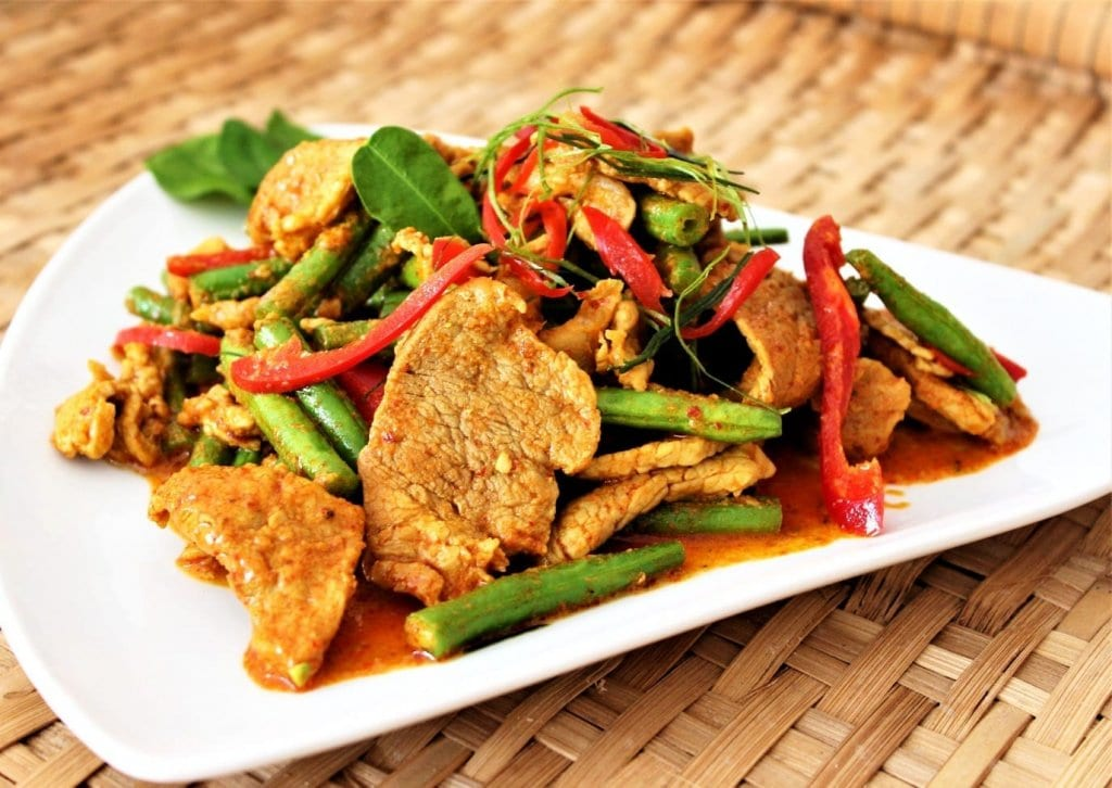 Phad phed moo - spicy pork stir fry recipe with green beans and red pepper