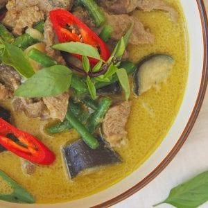 Mae Jum Beef Thai Green Curry Recipe, Aubergines, Green beans